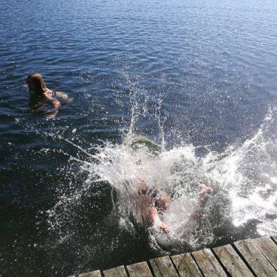 kąpiel w jeziorze Chłop, fot. Monika Strzelecka