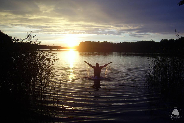jezioro Chłop zachód Słońca kąpiel