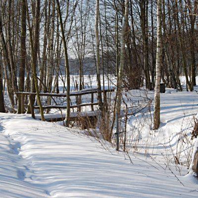 mostek w śniegu