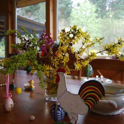 Wielkanocny stół w Domu pod Lipą