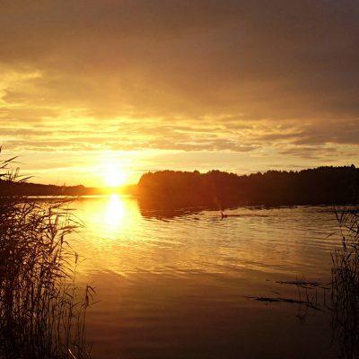 jezioro Chłop kąpiel o zachodzie Słońca, fot. Damian Lip